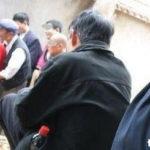 ◆中国。中年過ぎた女性が老人相手に「触らせ屋」ビジネス