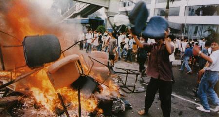 ◆1998年5月、インドネシアのコタの街で起きたレイプと虐殺