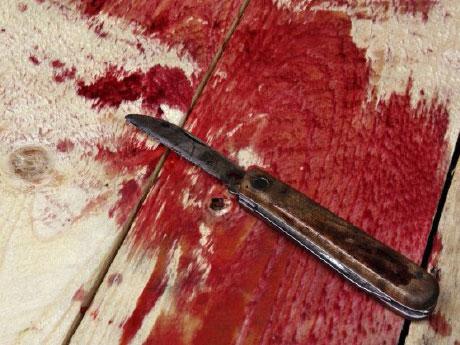 ◆切り刻まれた女。傷ついたアイリーンの身体に泣く(2)