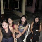 ◆リアウ諸島の売春村。リサの冷たい目付きと、サンティの静かな目付き