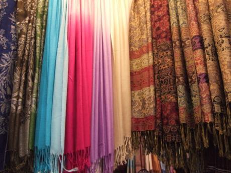 チャトゥチャック。バンコクの土日に開催される最大級の市場(追記:火事)