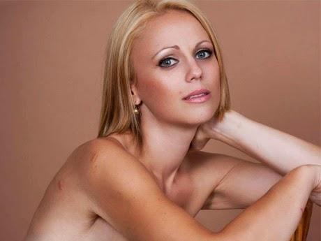 ◆ベス・ハンガ。彼女が見せた赤いドレスの中の壮絶な裸体