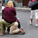 ◆歌舞伎町で、首輪をつけられて引き回されていたマゾの男