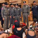 ◆バンコク・スクンビット通りの黒人女性が警察の摘発対象