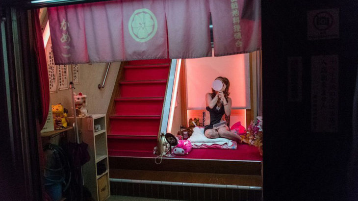 ◆写真禁止と言っても、どんどん流出していく飛田新地の夜