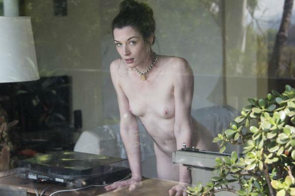 ◆ポルノ女優ストーヤ。膣から眼球を出す「芸術ポルノ」は成功するか?