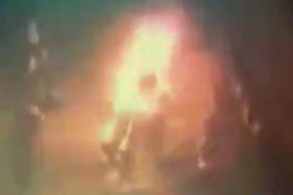 ◆パキスタンで、ひとりの女性が焼き殺される動画が表に出てきた