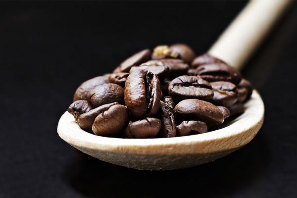 死ぬまで働けと強制する社会だからカフェインが私たちの身近にあるのだ