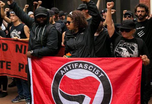 「アンティファ」リベラルから派生した過激暴力集団がテロリスト扱いに