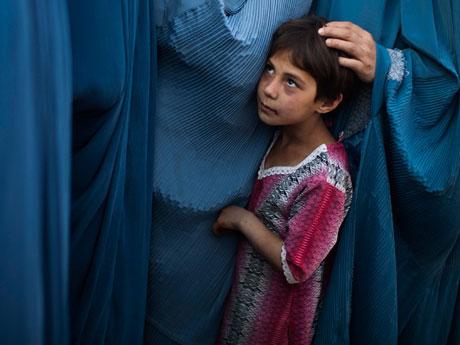 タリバンの首都奪還。アフガニスタンの女性は、なぜ焼身自殺しようと思うのか